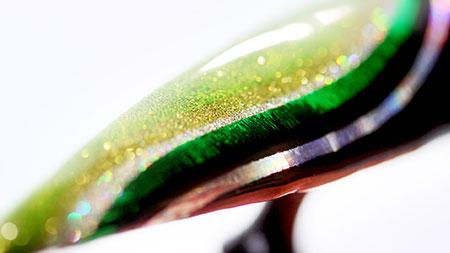 Web_450px_Glittering-Wavy-Foil-Nail-Art