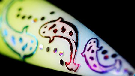 Web_450px_Gradient-Glitter-Stripe-Stencil-Gel-Nail-Art